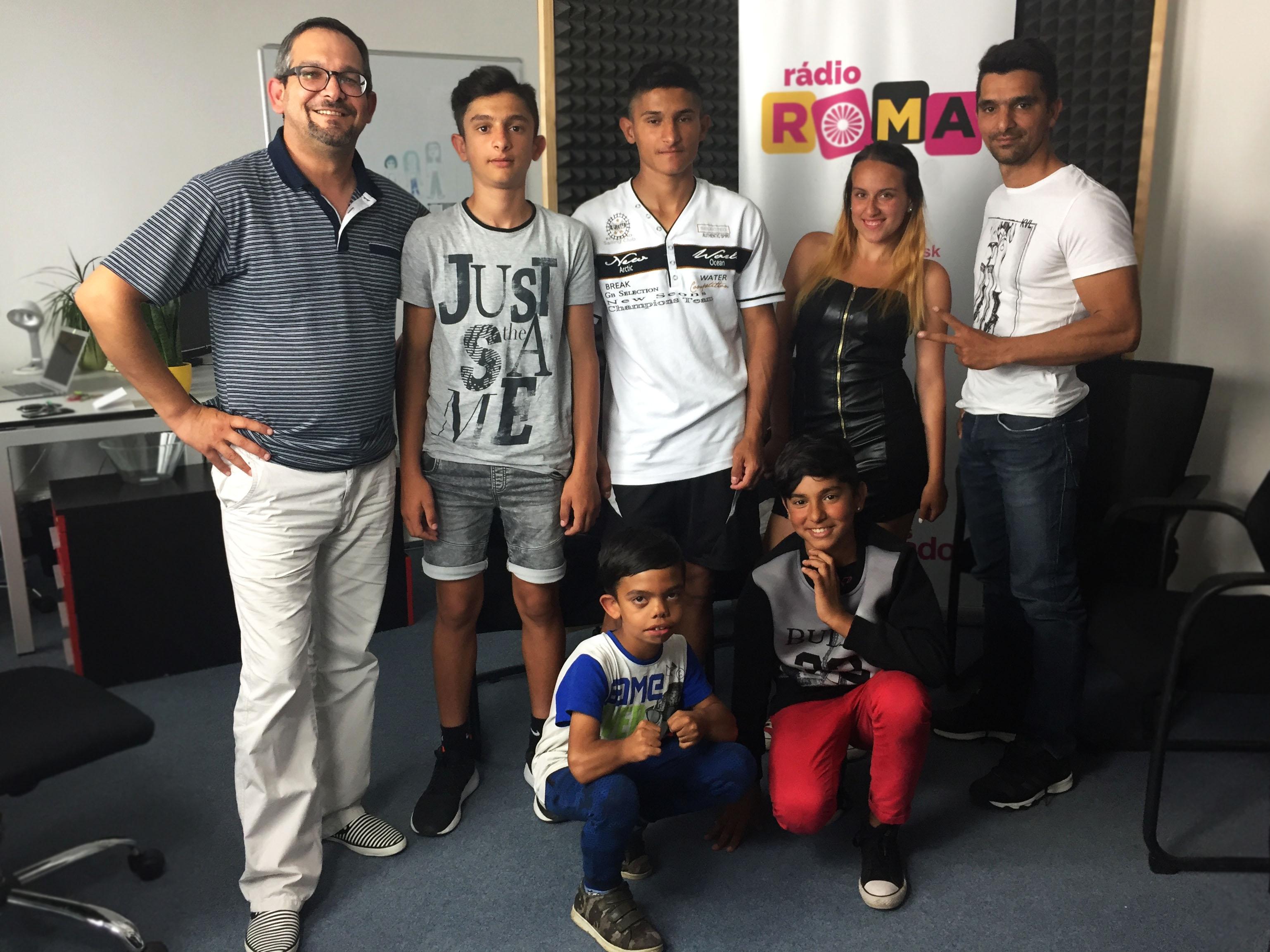Andrej Kováč, a deti z kickbox klubu zo Žarnovice